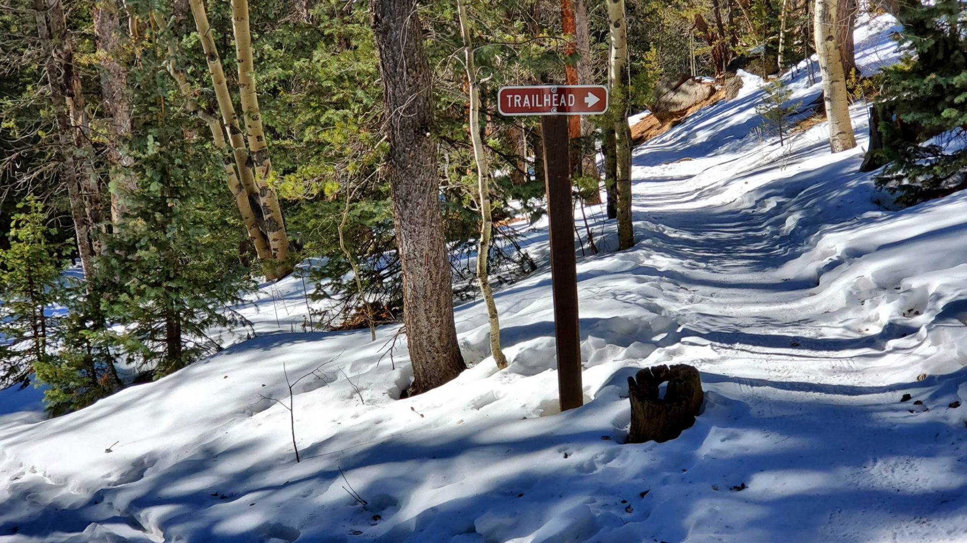 Stay to the right as you approach the trailhead